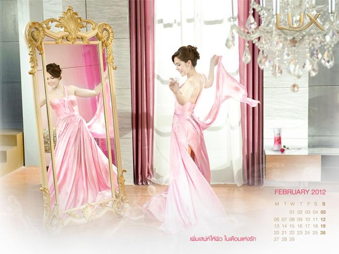 lux_2012_calendar_chom-4