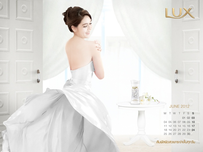 lux_2012_calendar_chom-8