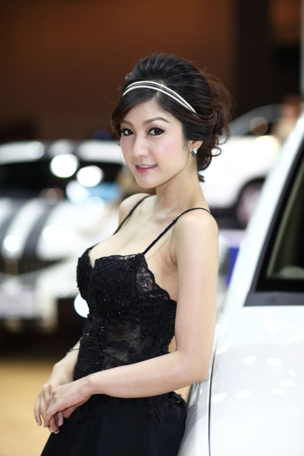 2010-motor-shows-girls-pictures-12