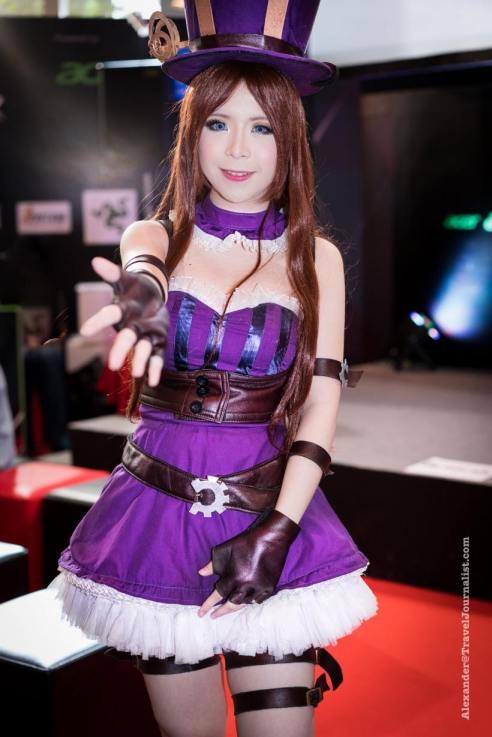 Beautiful-Thai-Girl-Mobile-Game-Show-Bangkok-2015-1
