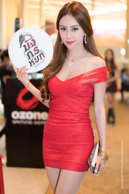 Beautiful-Thai-Girl-Mobile-Game-Show-Bangkok-2015-3