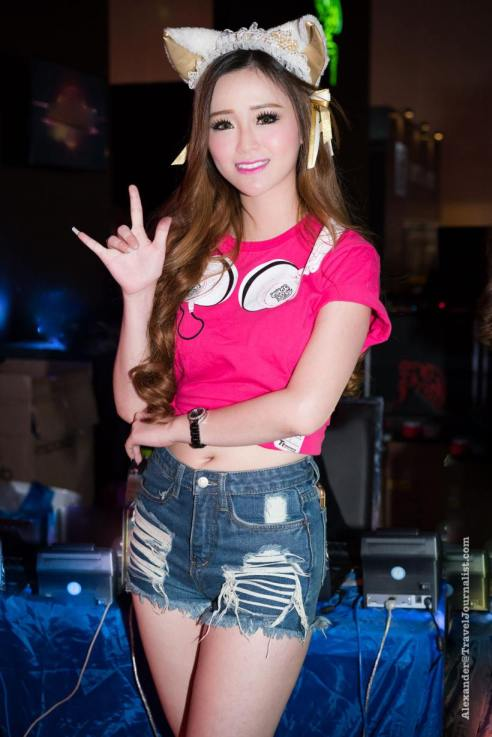 Beautiful-Thai-Girl-Mobile-Game-Show-Bangkok-2015-5